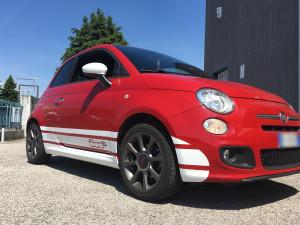 Applicazione fascia laterale personalizzata su Fiat 500S