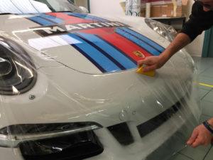 Applicazione protettivo ultratrasparente paraurti cofano fanali Porsche 911 Martini Racing protezione sassi graffi