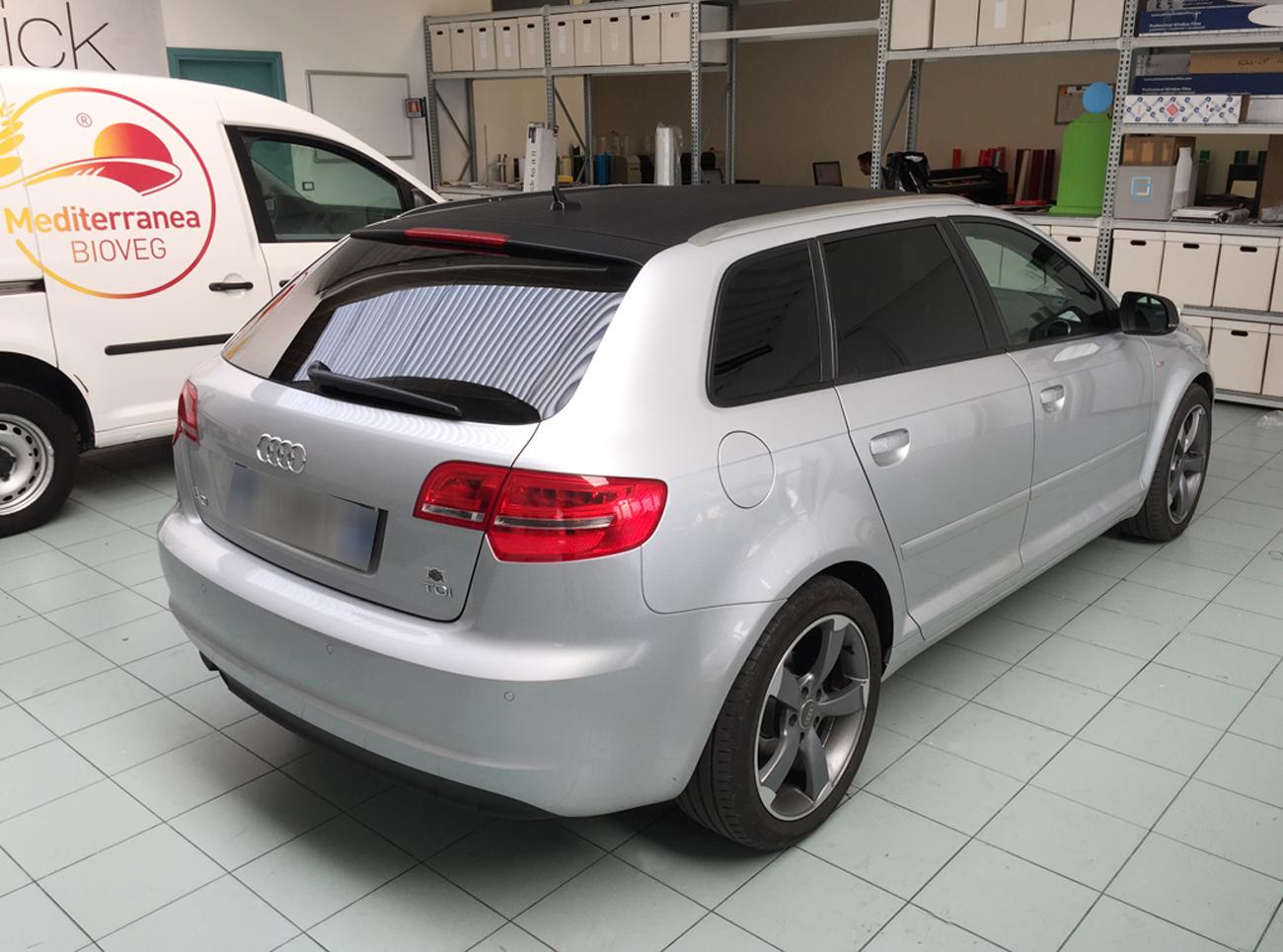 Audi a3 sportback personalizzata con pellicola nero carbonio e vetri oscurati posteriori art stick - Vetri oscurati casa ...