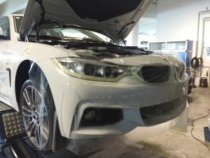 BMW serie 4 Sport applicazione protettivo trasparente su cofano paraurti