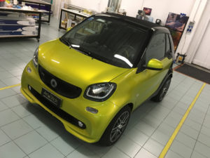 Car wrapping smart fortwo brabus pellicola hexis gold metallic thiene vicenza