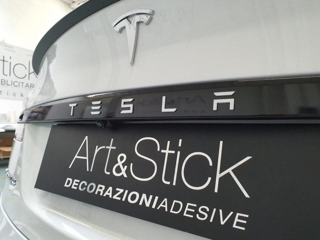 Copertura-cromature-Tesla Model-S-con-pellicola-nero-lucida 1