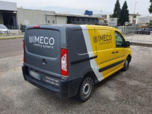 Decorazione Fiat scudo con pellicola cast da car wrapping gialla e grigio antracite e applicazione di adesivi prespaziati di vari colori 2 imeco