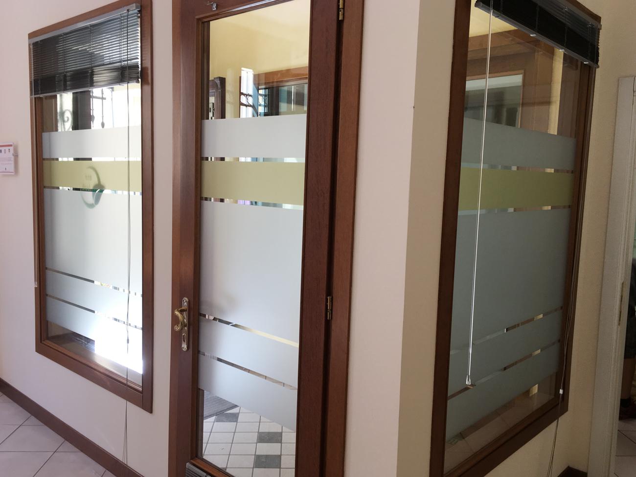 Decorazione di interni ufficio con pellicole intagliate - Decorazione di interni ...