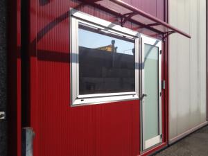 Decorazione finestra con pellicola a controllo solare effetto specchiato