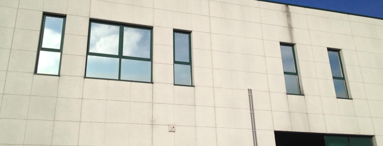 Decorazione finestre con pellicola a controllo solare e - Applicazione pellicole vetri finestre ...