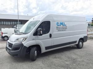 Decorazione furgoni aziendali con adesivi prespaziati CML