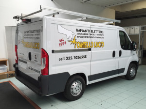 Decorazione-furgoni-aziendali-con-adesivi-prespaziati-2