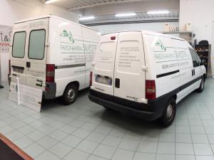 Decorazione furgoni aziendali con adesivi prespaziati falegnameria silvestri
