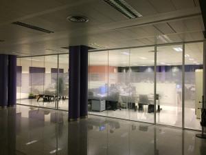 Decorazione-interni-ufficio-pellicole-intagliate-effetto-smerigliato-agb-alban-giacomo