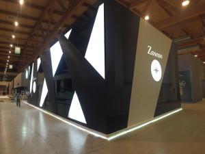 """Copertura pannelli per stand fieristico """"Zancan Gioielli"""" con pellicola adesiva effetto nero carbonio. Stand realizzato da MyStand srl"""