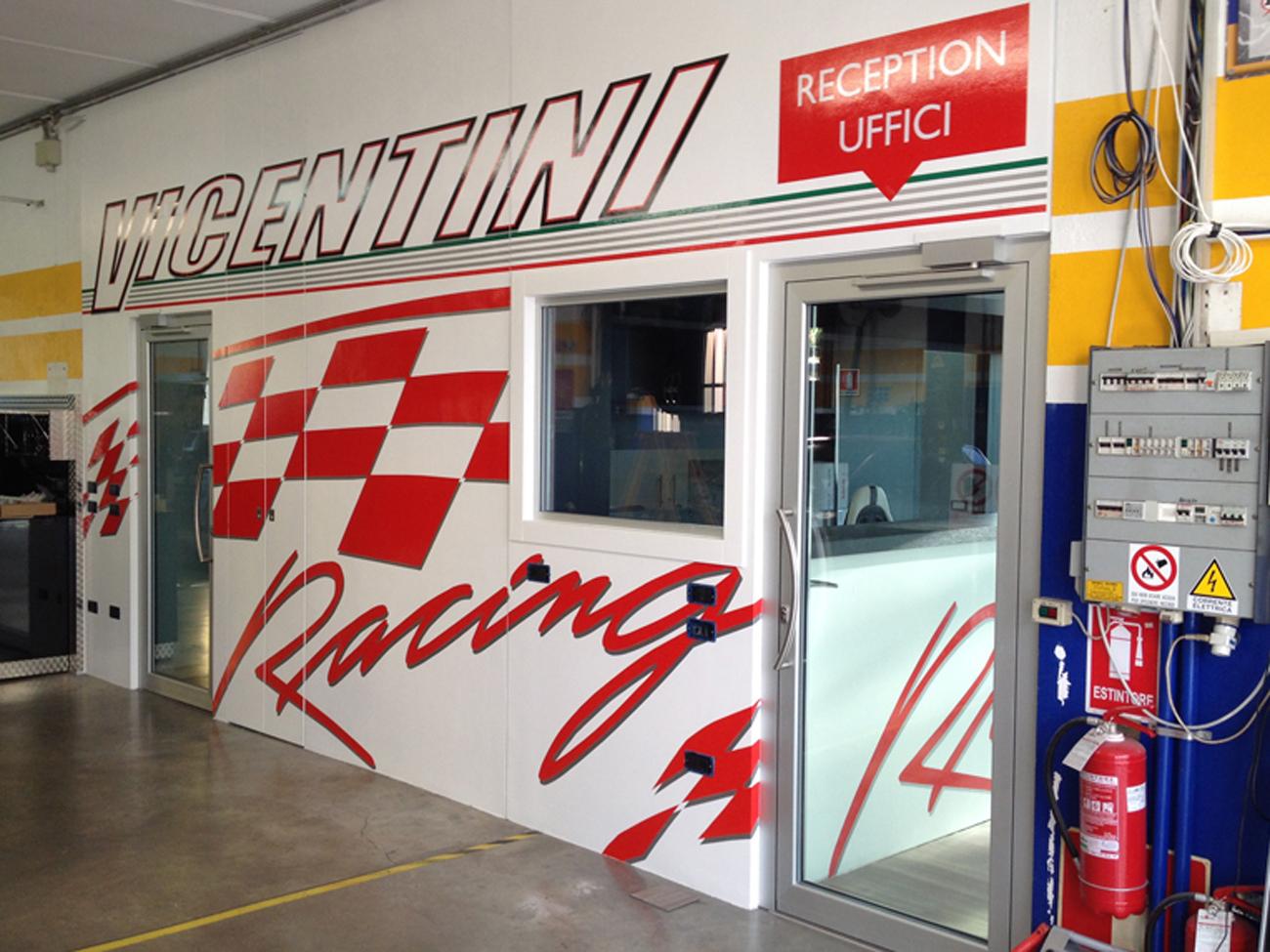 Decorazione pareti negozio e officina art stick for Garage con negozio