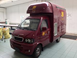 Decorazione truckfood con adesivi prespaziati patatruck
