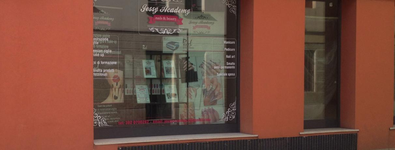 Decorazione vetrine negozio adesivi smerigliati prespaziati