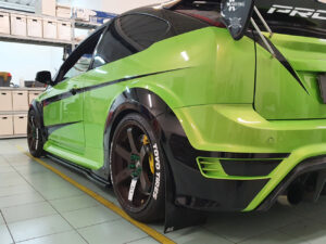 Ideazione grafica personalizzazione Ford Focus RS wrapping vetri oscurati fari fanali vicenza thiene