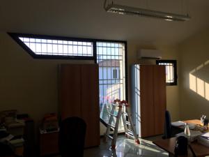 Installazione di pellicole a controllo solare neutre su uffici