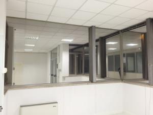 Installazione di pellicole a controllo solare specchiate su vetrate nuova cartiera rossi