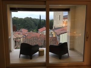 Installazione di pellicole a controllo solare su vetrate abitazione
