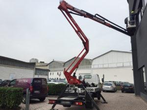 Installazione-di-pellicole-a-controllo-solare-su-vetrate-uffici alta quota