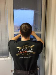 Installazione di pellicole di sicurezza e antisfondamento su vetrate inail pinerolo