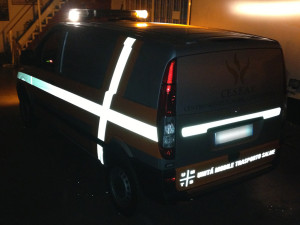 Mercedes Vito wrapping totale in argento lucido e adesivi prespaziati by Avacars