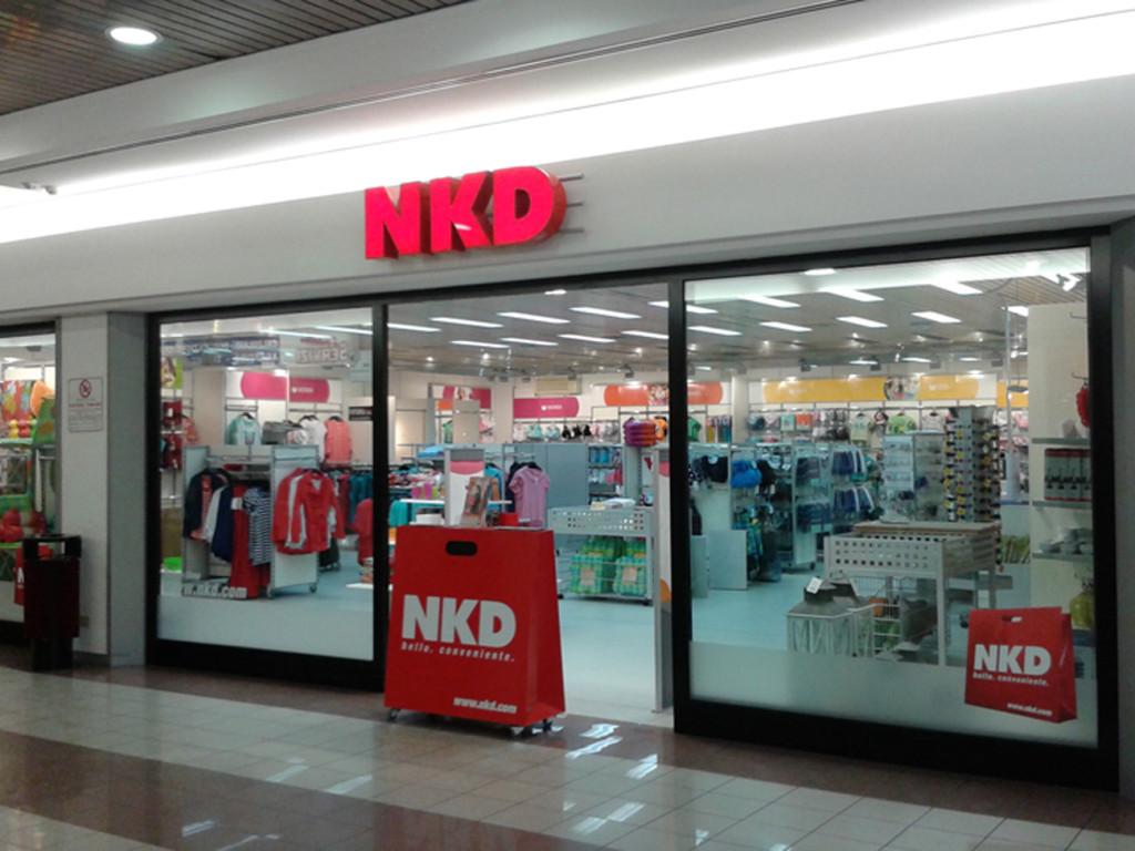 NKD PAESE - decorazione con adesivi ed insegna luminosa