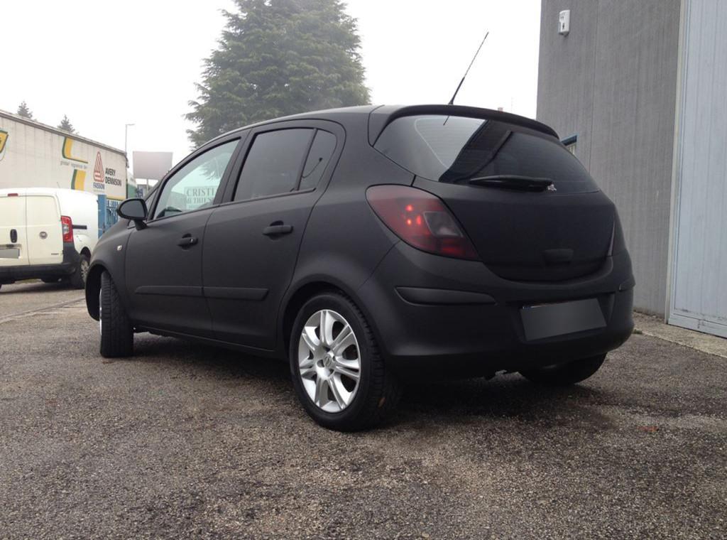OPEL CORSA - car wrapping nero opaco, vetri oscurati e fari oscurati