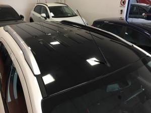 Personalizzazione tetto e specchietti su Ford Ecosport con pellicola nero lucida