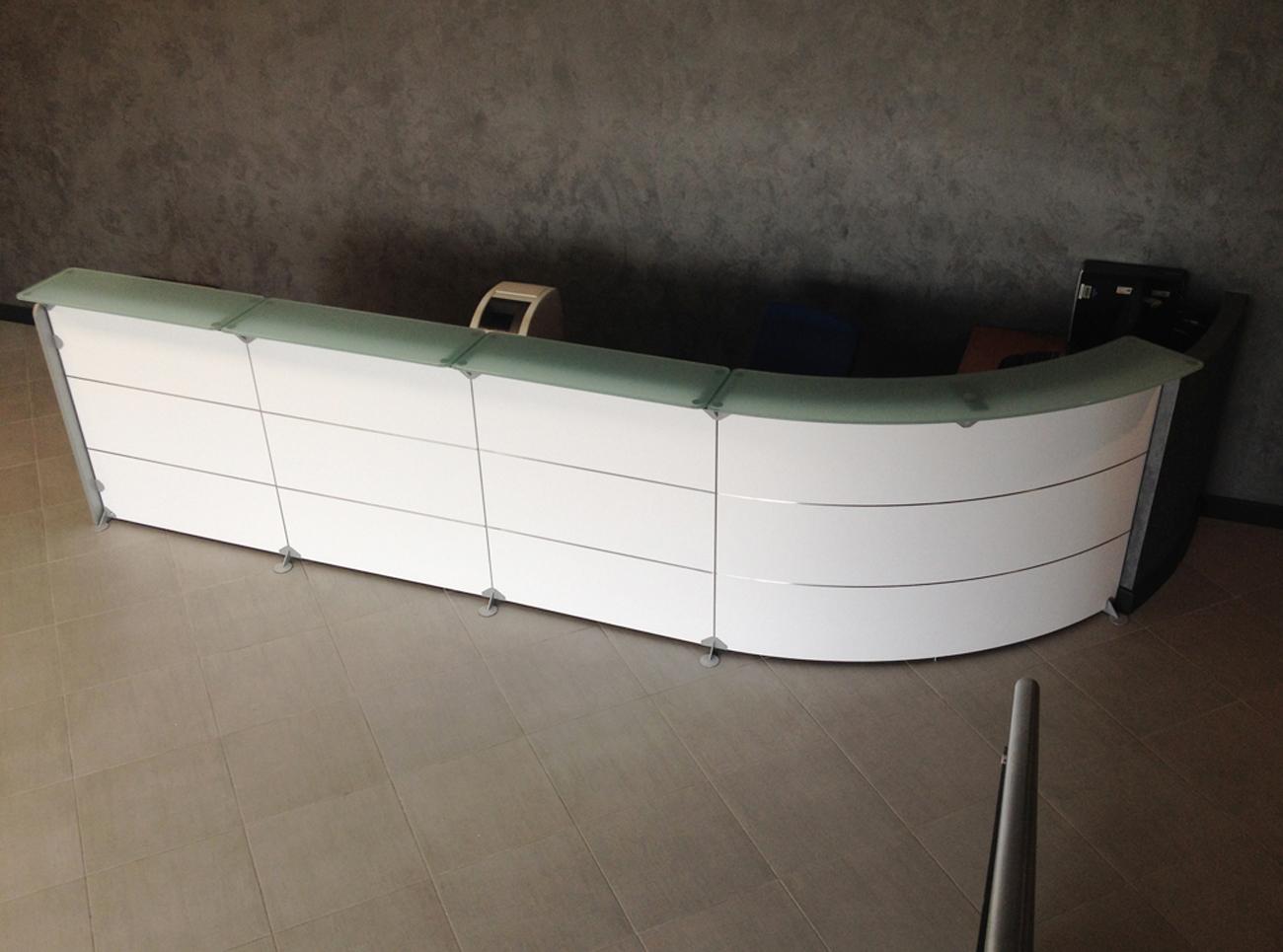 Riqualificazione bancone scrivania reception art stick for Scrivania da reception