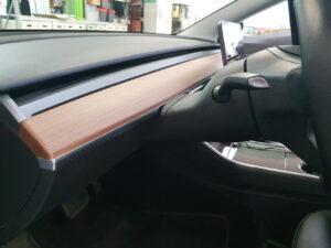 Rivestimento interni Tesla model 3 con pellicola effetto carbonio 3D