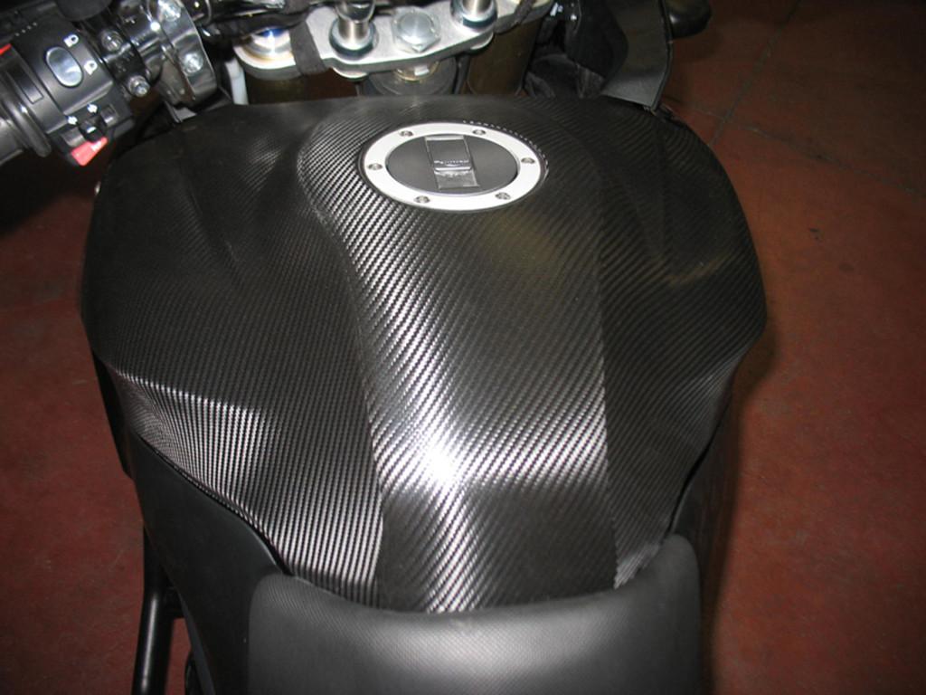 TRIUMPH TIGER 1050 - bike wrapping serbatorio in nero carbonio