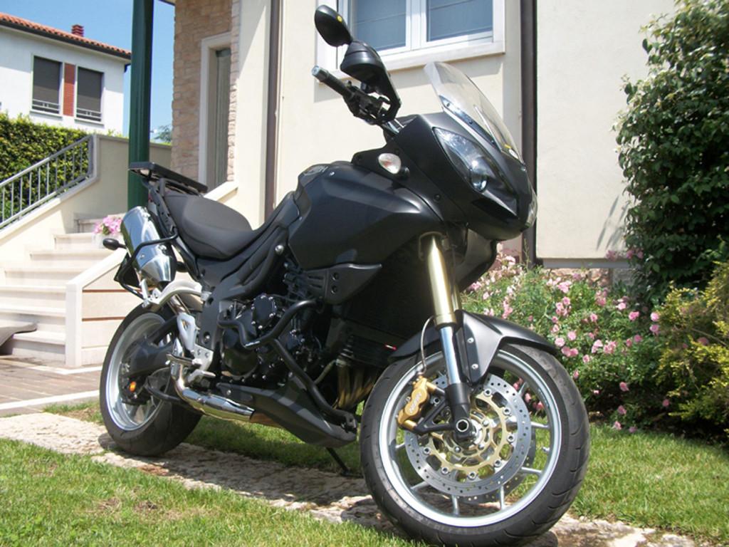 TRIUMPH TIGER 1050 - bike wrapping totale nero opaco e carbonio