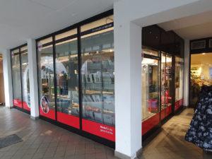 allestimento-negozio-nkd-san leonardo decorazione adesivi insegne