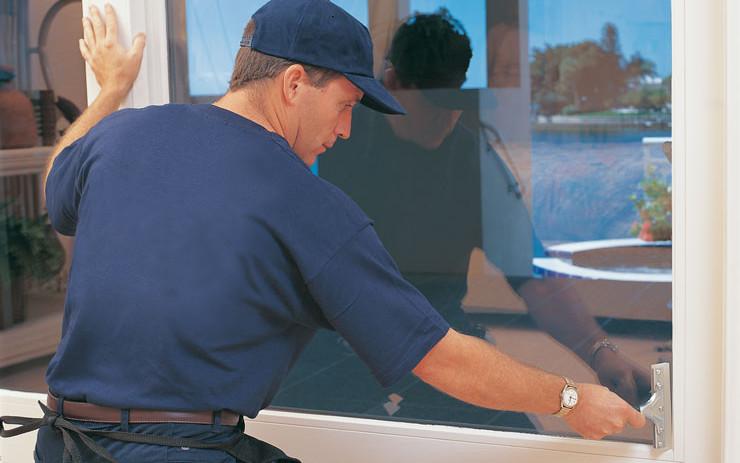 applicazione di pellicole a controllo solare sicurezza