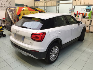 audi q2 wrapping nero lucido