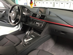 bmw interni nero carbonio wrapping