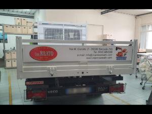 decorazione furgone daily adesivi prespaziati impresa edile reato