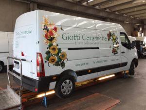 decorazione-furgoni-aziendali-con-adesivi-stampa digitale giotti ceramiche