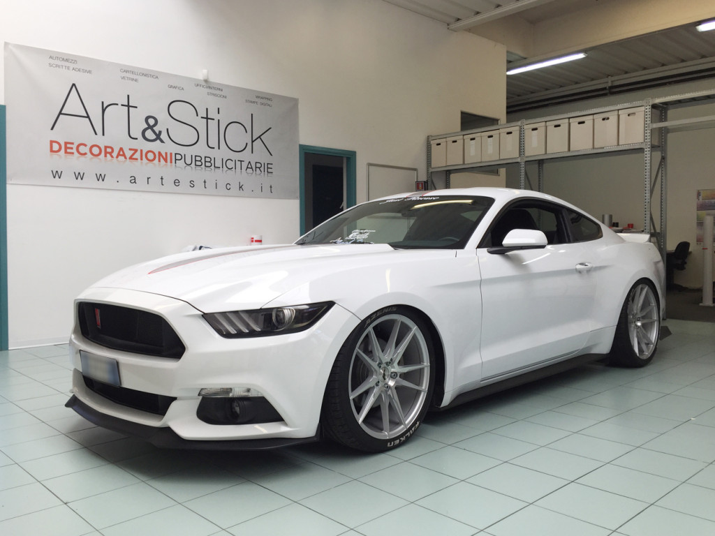 ford mustang white stripes