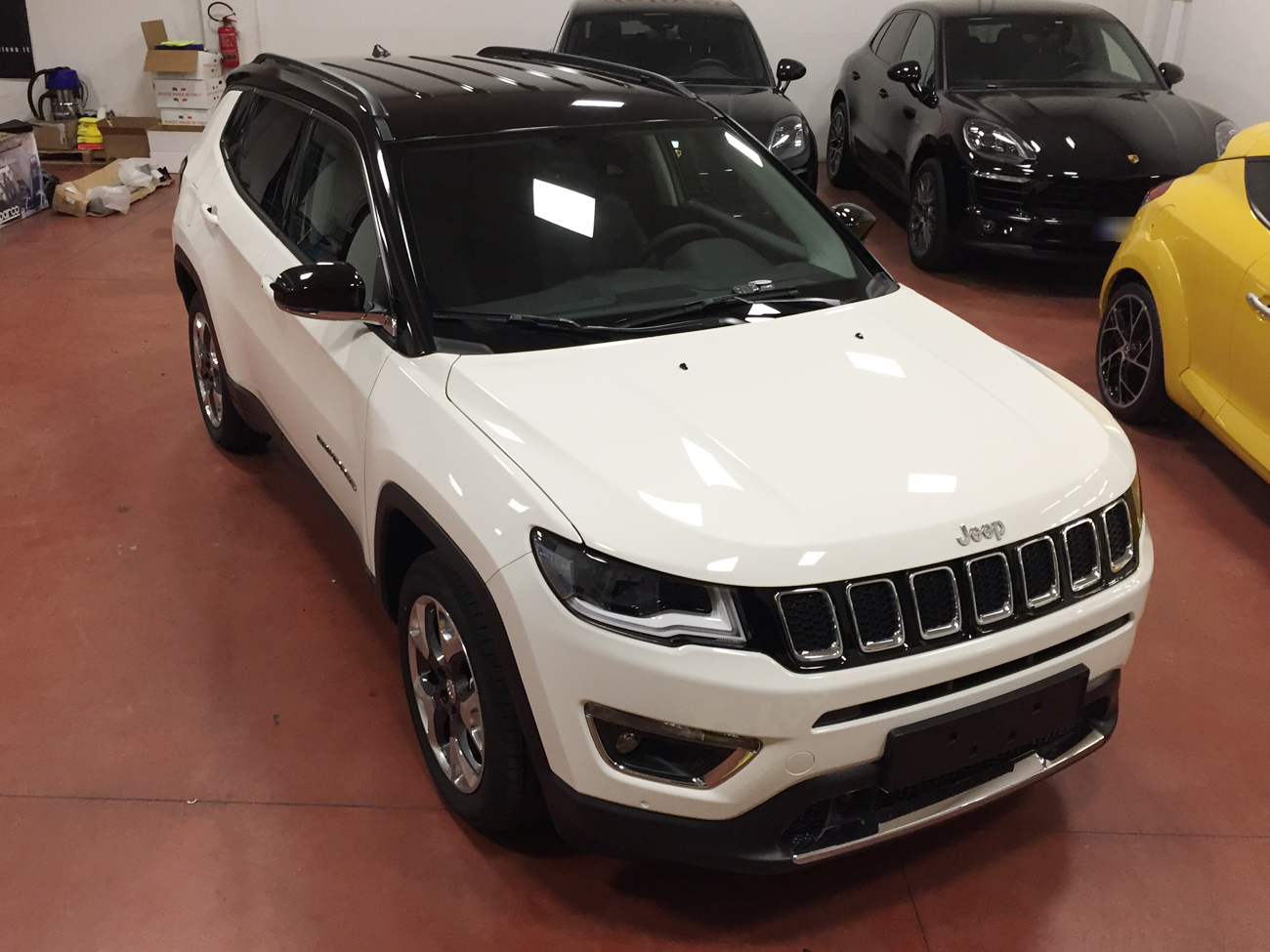 Jeep compass limited bicolore wrapping nero lucido tetto for Compass mobili