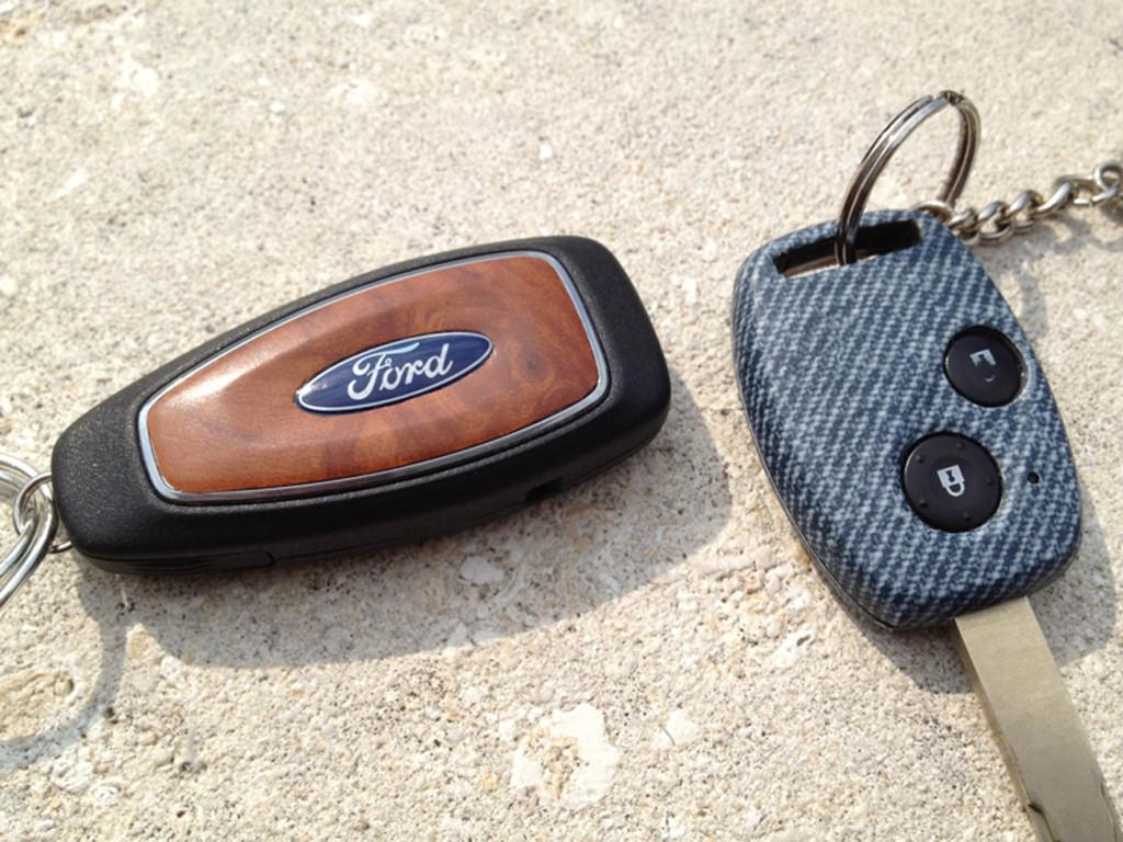 AUDI A4 e FORD C-MAX - particolari nero carbonio, effetto radica e jeans