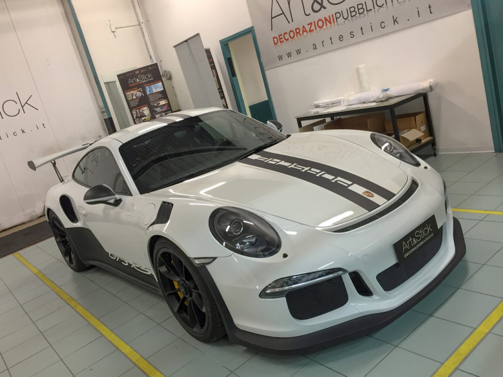 personalizzazione porsche 911 gt3 rs stripes nero opaco car wrapping