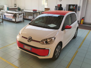 volkswagen up personalizzazione wrapping rosso lucido